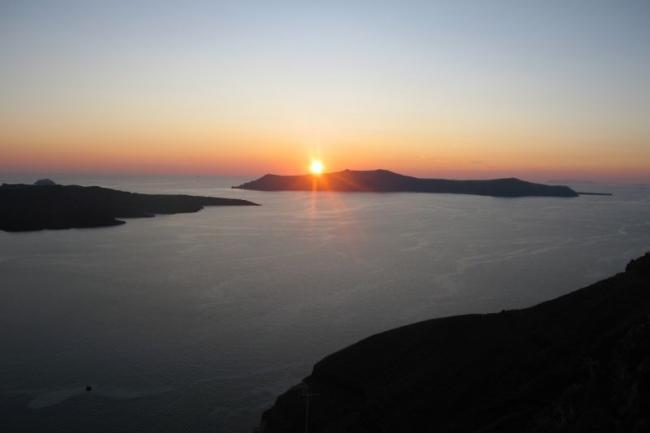 Что может быть прекрасней еще одного заката на Санторини!
