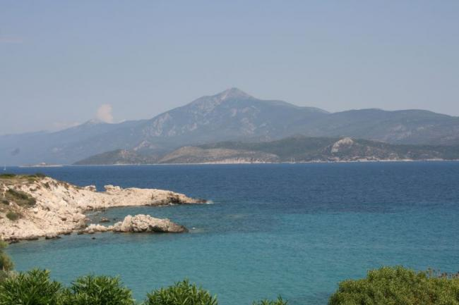 It is a stone's throw from Samos to the shores of Turkey!
