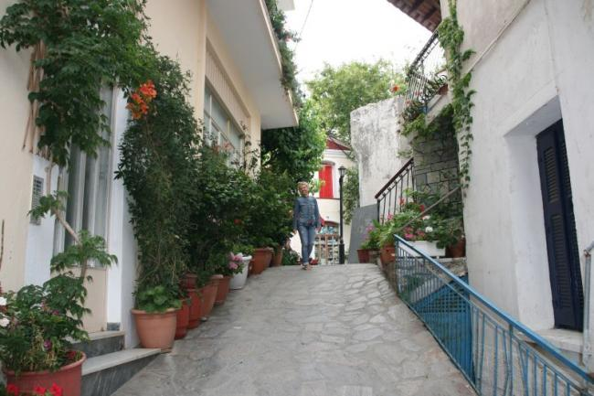 Walking along the streets of Christos Rahon village